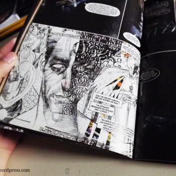 A arte de Dave Mckean passeia entre as técnicas representando a insanidade proposta pelo texto de Morrison e estabelecendo personagens densos